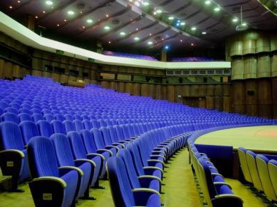 Онлайн билети с най-добрите места за театралните суперкомедии във Варна